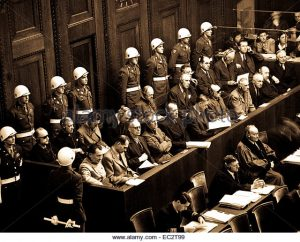nuremberg-trials-looking-down-on-defendants-dock-ca-1945-46-ec2t99